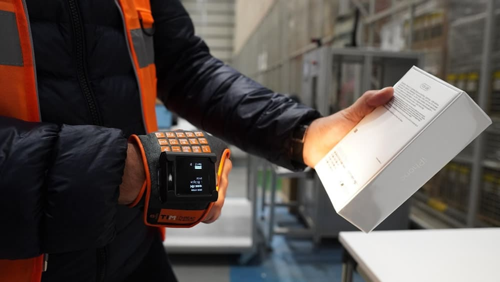 Smart gloves for logistic